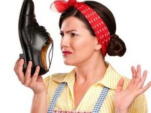 sacar el mal olor de los zapatos