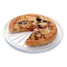 Un vaso con agua nos ayudará a calentar una pizza en el microondas y que se mantenga crujiente