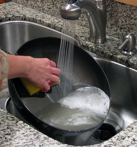 Cómo limpiar sartenes antiadherentes