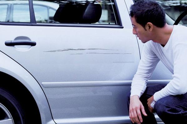 Utiliza los mejores productos para quitar todo tipo de rayas de tu auto