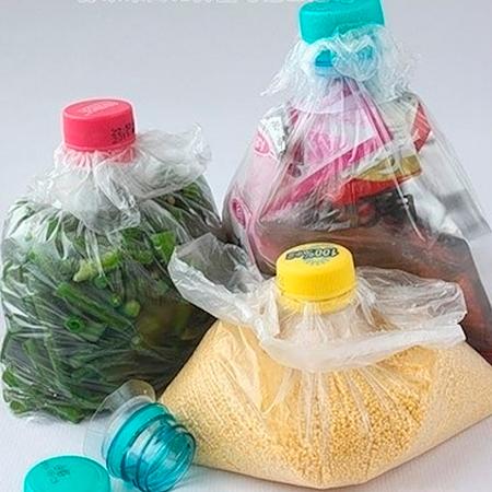 Sellar bolsas con picos de botellas de plástico