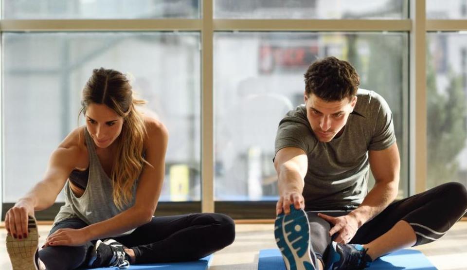 Cómo realizar ejercicios de estiramiento después de entrenar